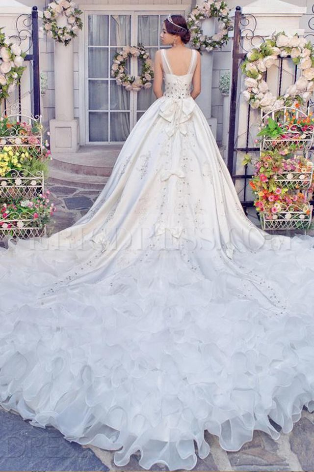 beautiful plain wedding dresses