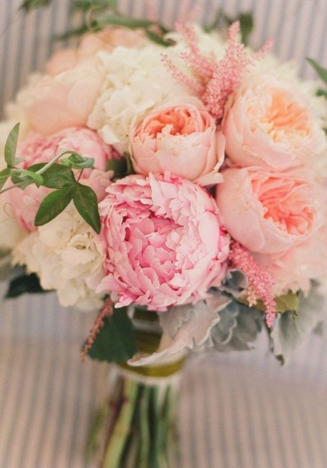 bridal bouquet hydrangea and roses