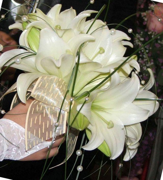 bridal bouquet white calla lilies