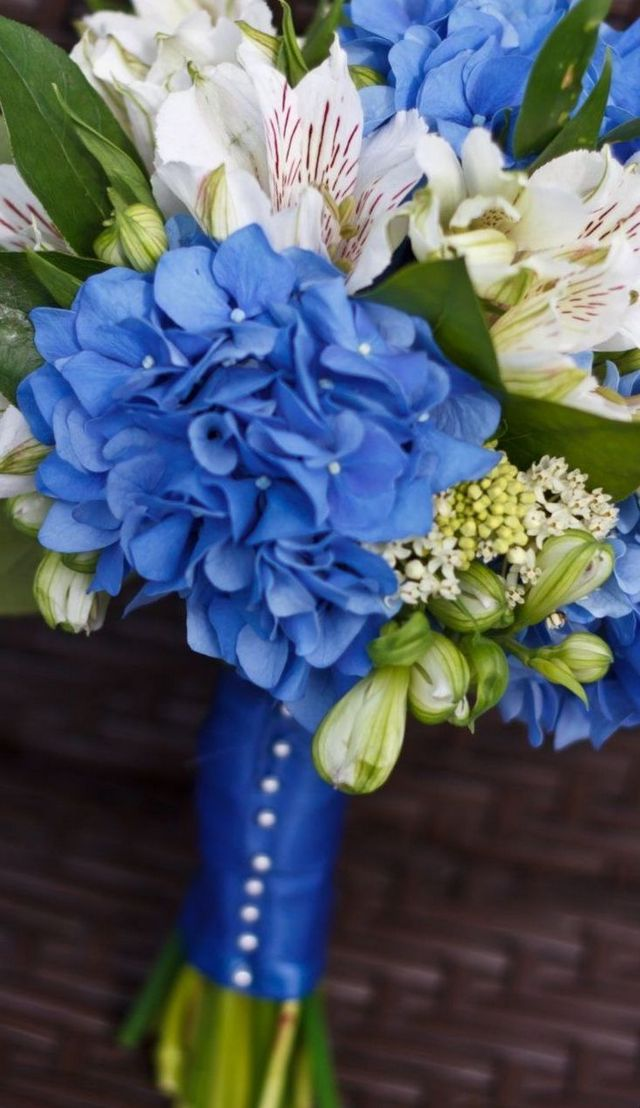 bridal bouquets blue hydrangeas