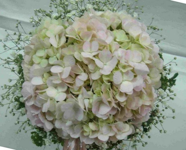 bridal bouquets made with hydrangeas