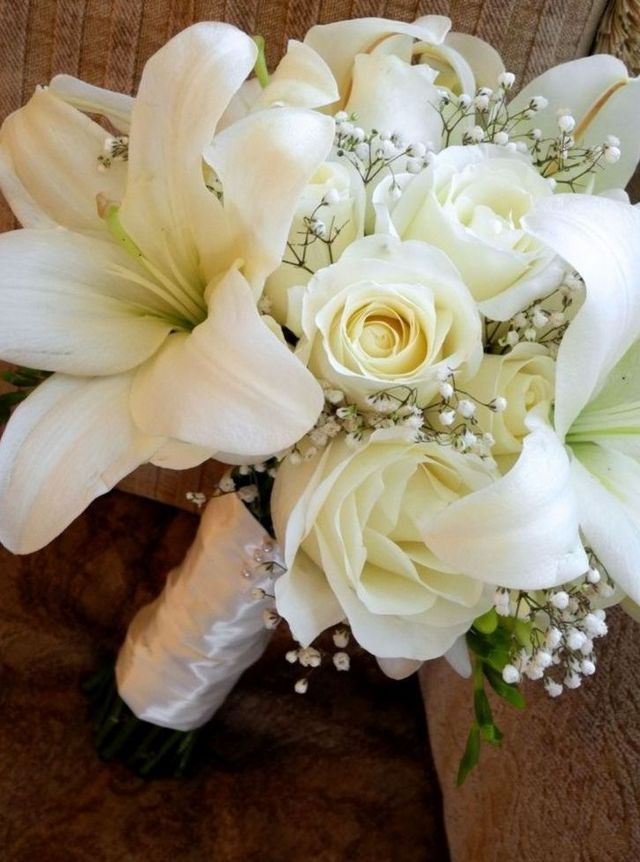 bridal bouquets made with lilies
