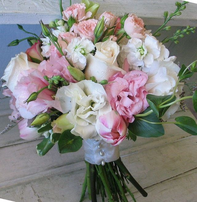 bridal freesia bouquet ideas