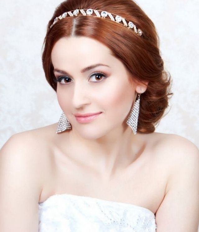 bridal hairdos with tiara in greek style