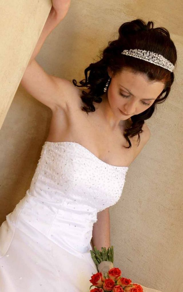 bridal hairdos with tiara