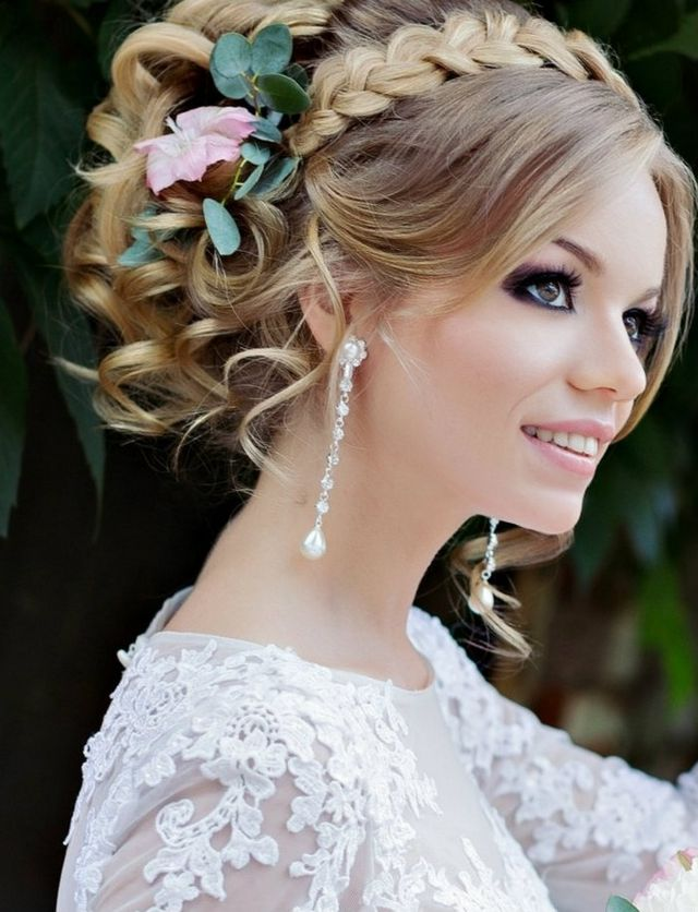 bridal hairstyle for medium hair with flower