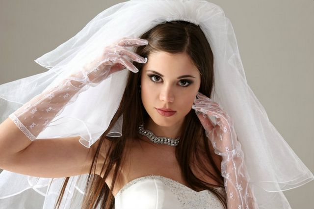 bridal hairstyle for medium hair with veil