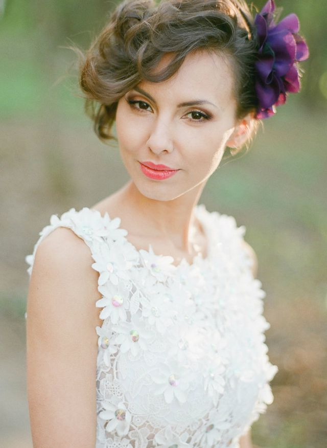 bridal hairstyle for short hair with flowers
