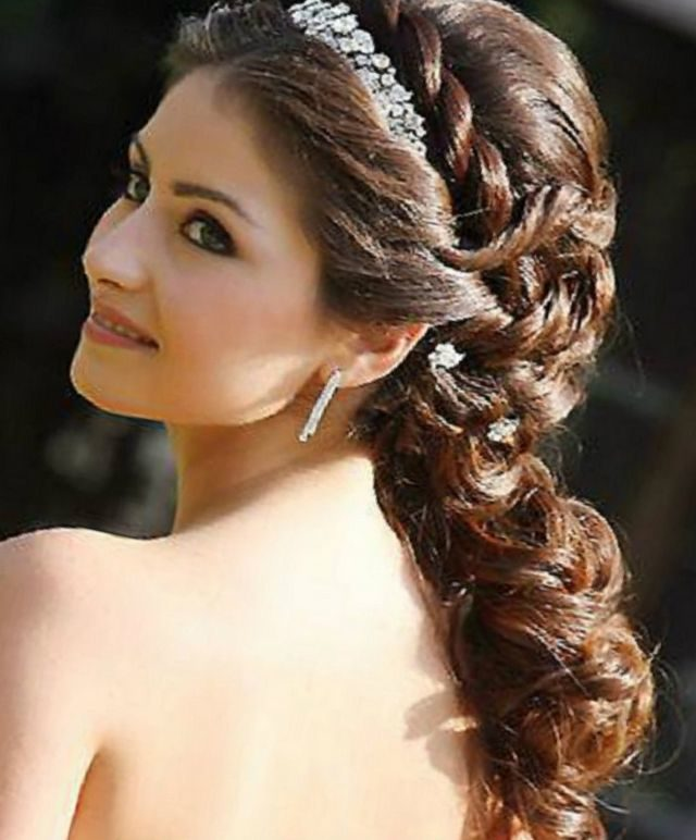 bridal hairstyles for long hair with tiara