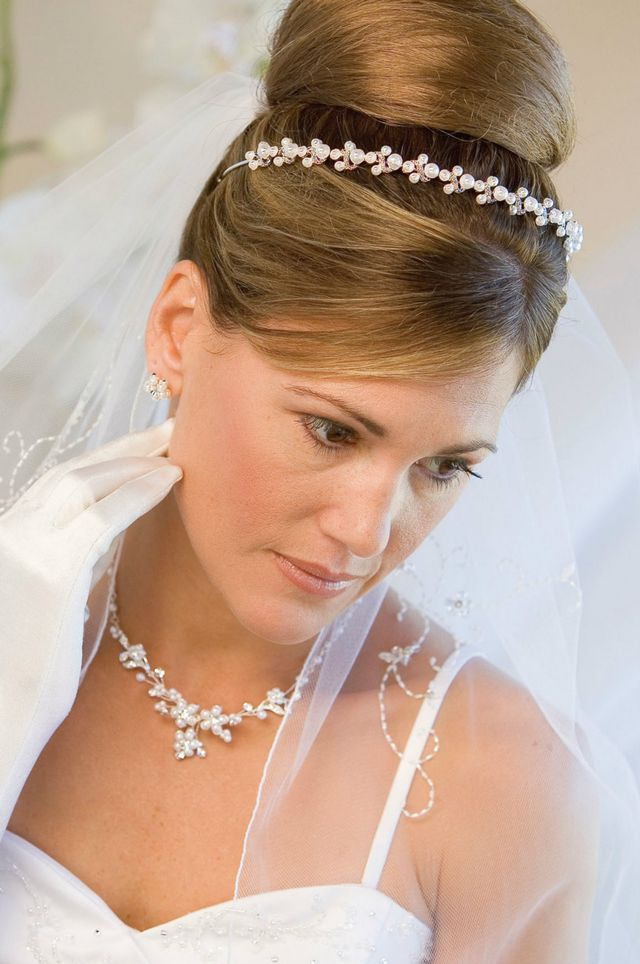 bridal updos for long hair with veil and diadem