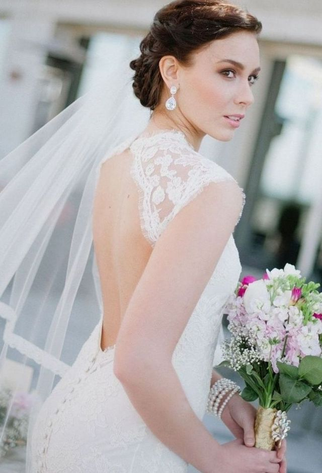 curly wedding hairstyles with long veil