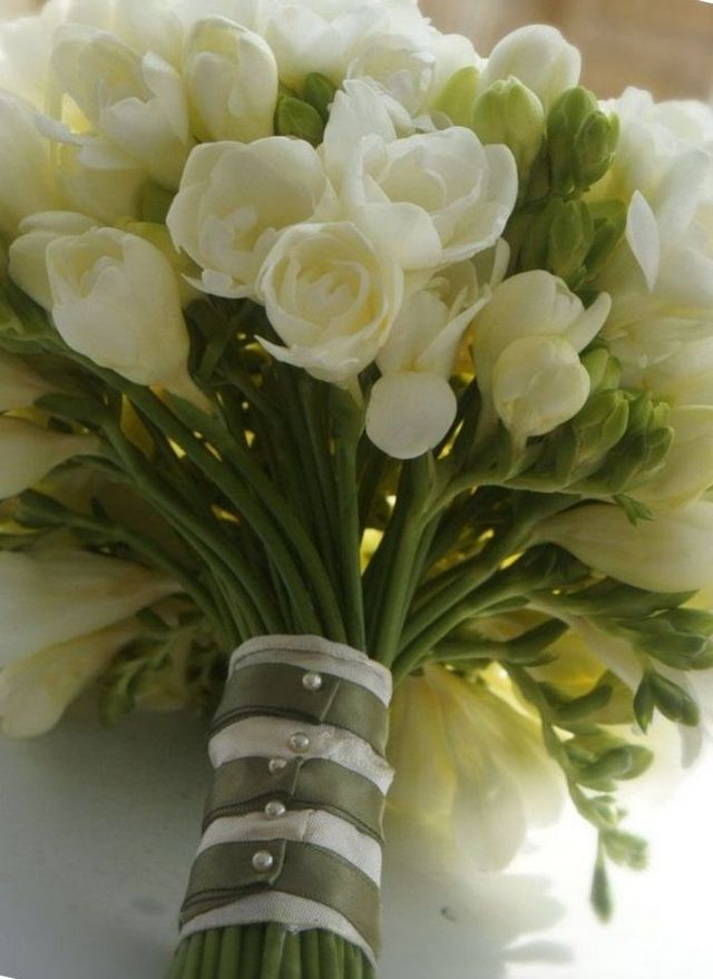 diy wedding bouquet freesias