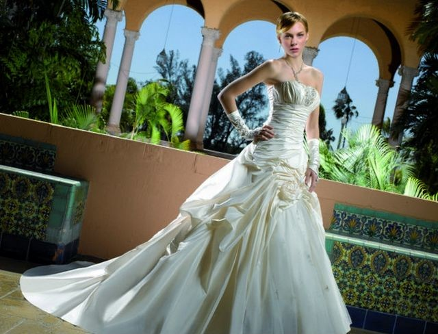 elegant wedding dresses with long trains