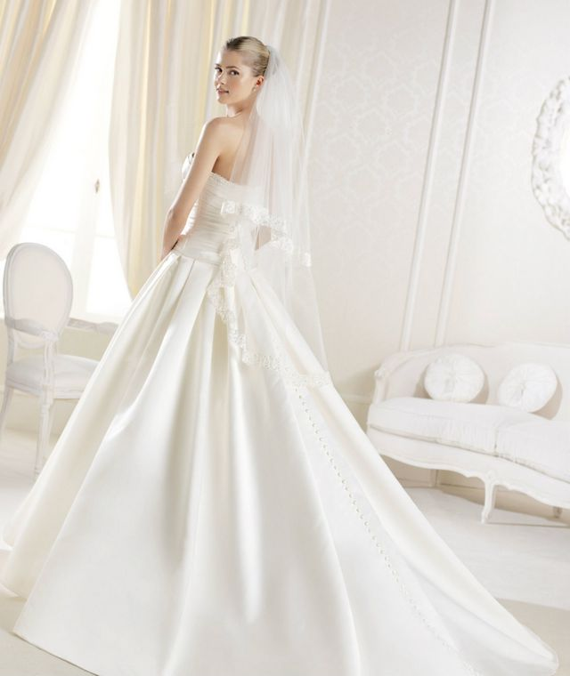 fitted wedding dress long train