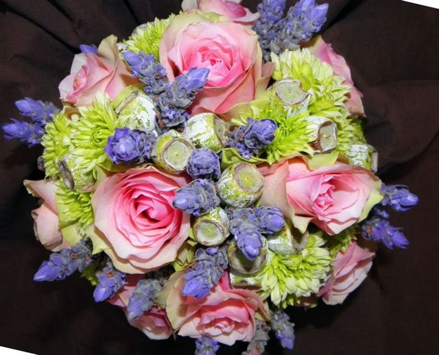 how to choose my wedding flowers