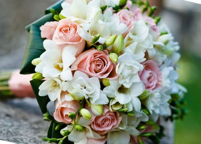 how to choose the right flowers for a wedding