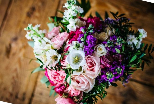 how to choose wedding flowers for colors