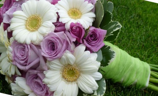 how to decide on wedding bouquets