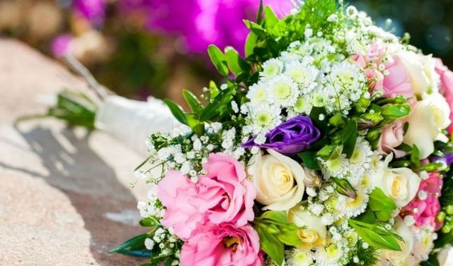 how to find the perfect wedding bouquet