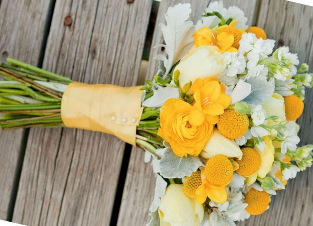 how to make a bridal bouquet of roses