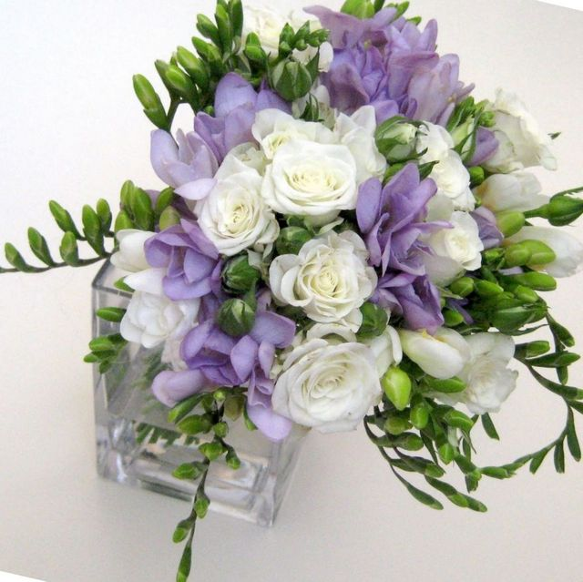 how to make a wedding bouquet with freesias