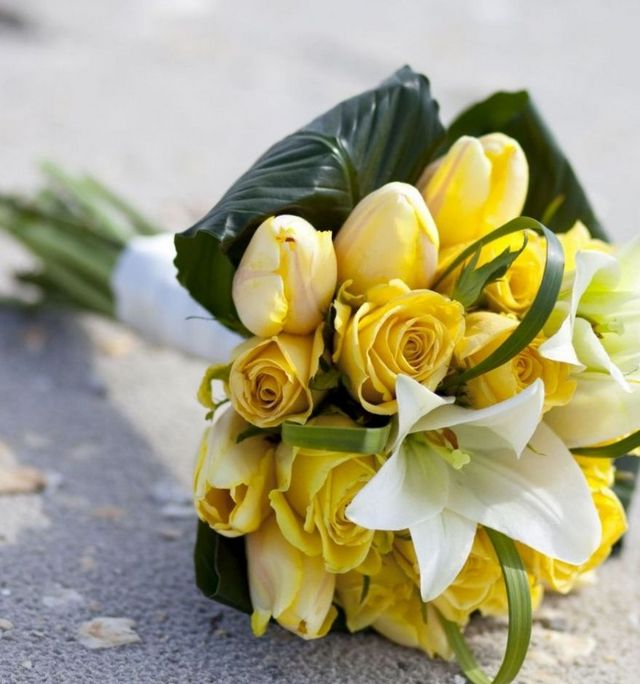 how to make a wedding bouquet with tulips and roses