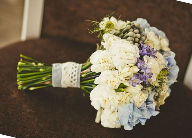 hydrangea and daisy wedding bouquet