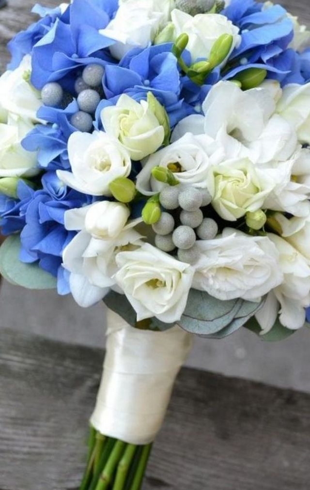 hydrangeas as wedding bouquet