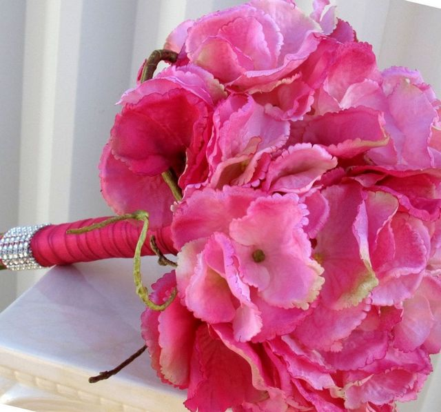 make wedding bouquet hydrangeas