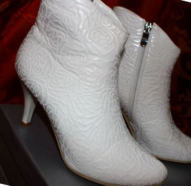 lace wedding boots for bride