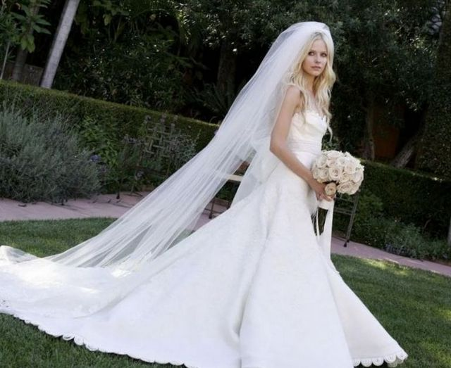 long bridal veils with lace dresses