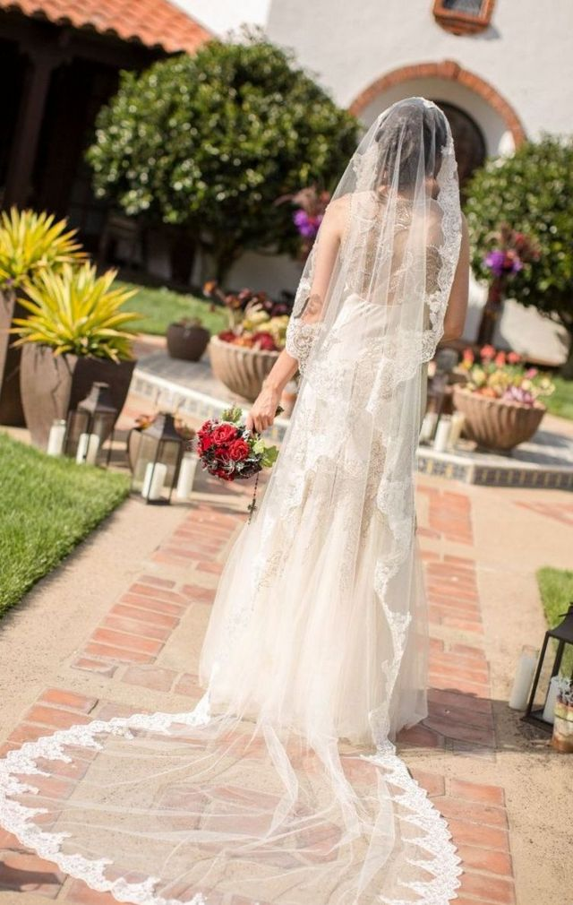 long bridal veils with lace trim