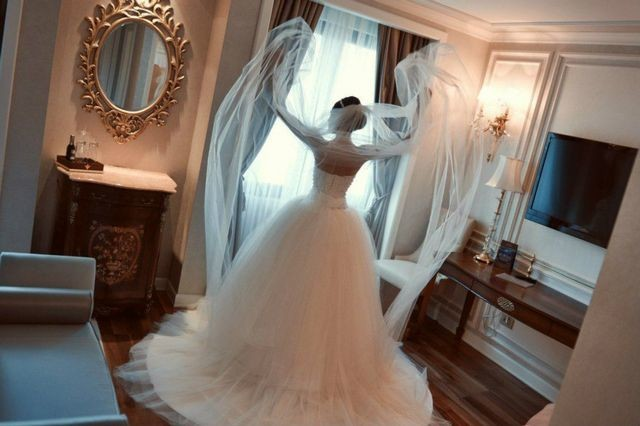 long train bridal gowns