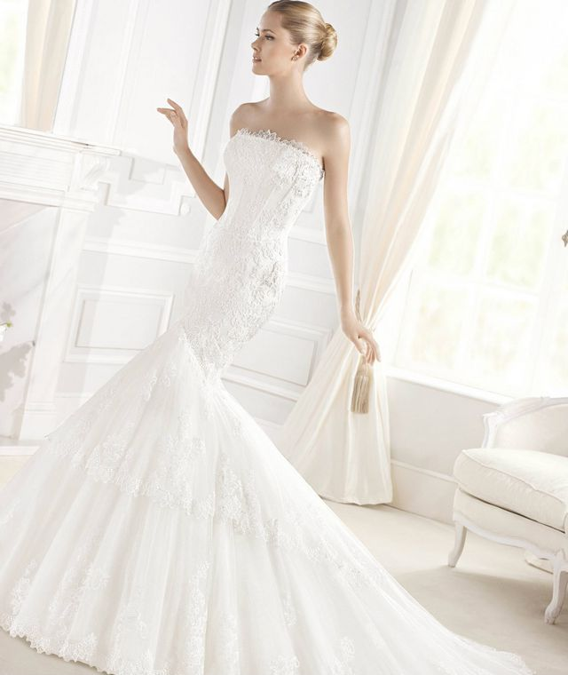 long train wedding gown