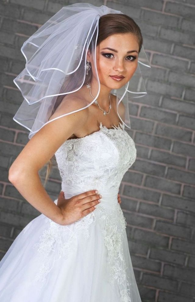 mini bridal veils with crystals