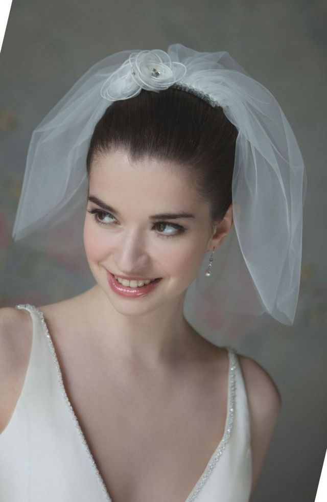 modern mini wedding veils