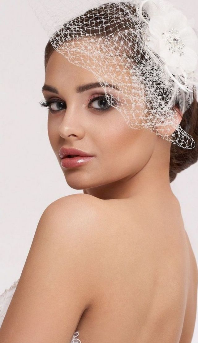 modern short wedding veils