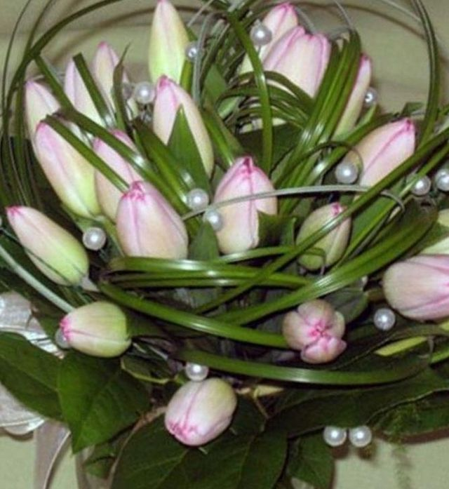 spring bridal bouquets tulips