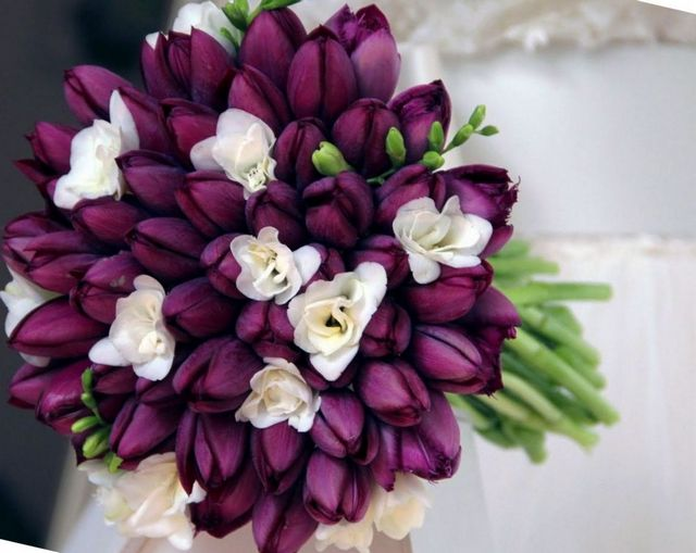 tulips as wedding bouquet