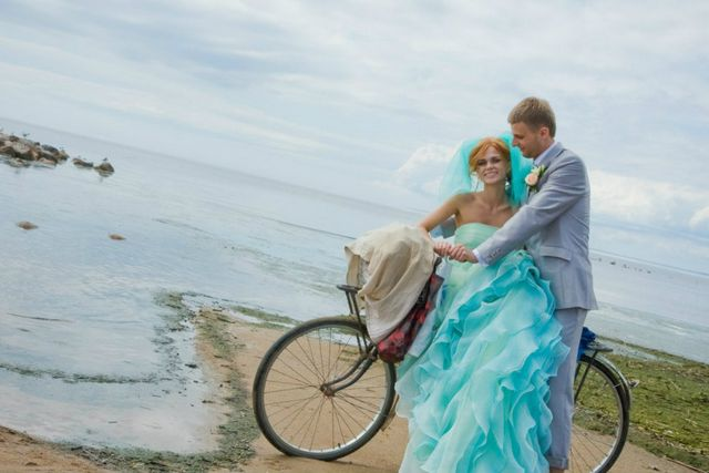 turquoise wedding gown with veil