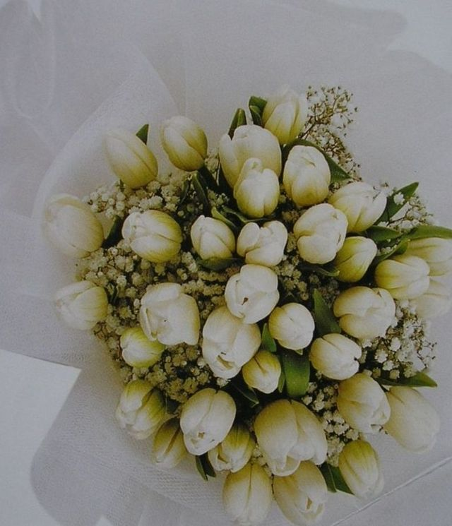 wedding bouquet tulips and roses