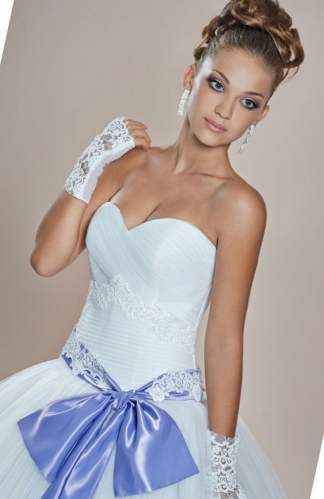 wedding dress with lilac elements