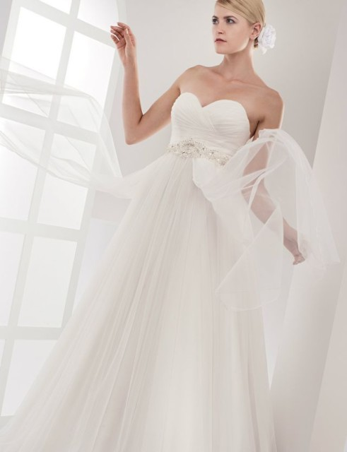 wedding dresses for pregnant woman