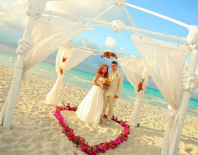 wedding dresses for the beach piсture