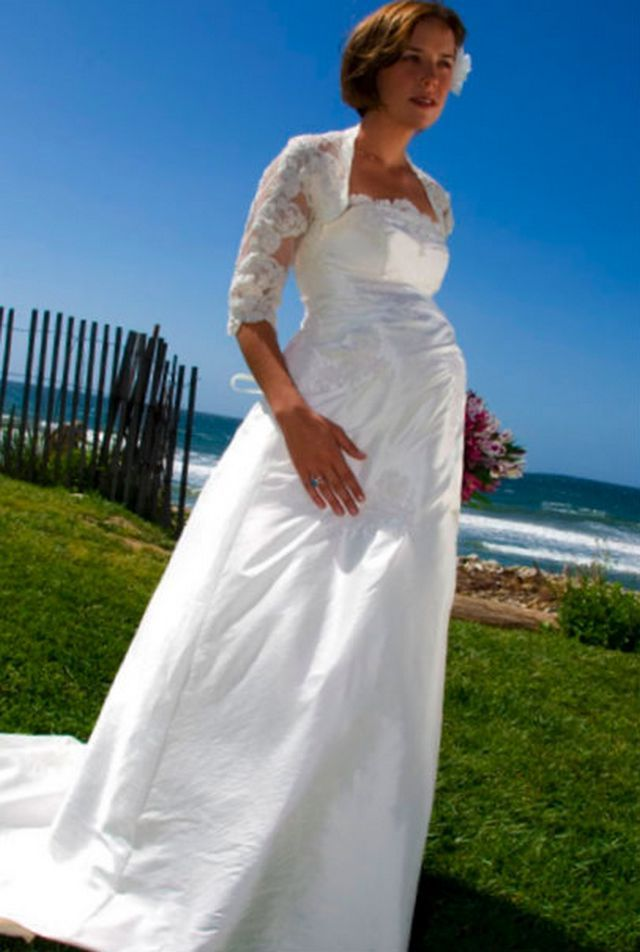 wedding dresses with sleeves for pregnant brides