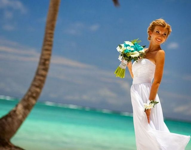 wedding gowns for beach weddings