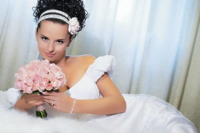 wedding hairdo for short hair with flowers