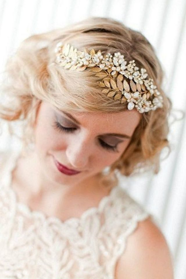 wedding hairdos for short hair with tiara