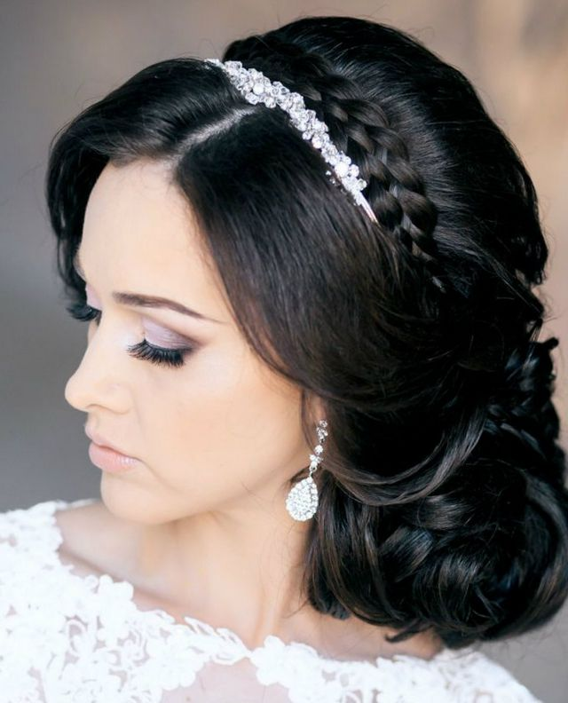 wedding hairstyles for medium hair with tiara
