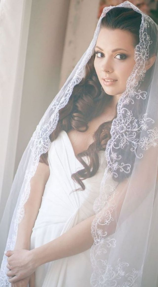 wedding hairstyles with long veil and tiara
